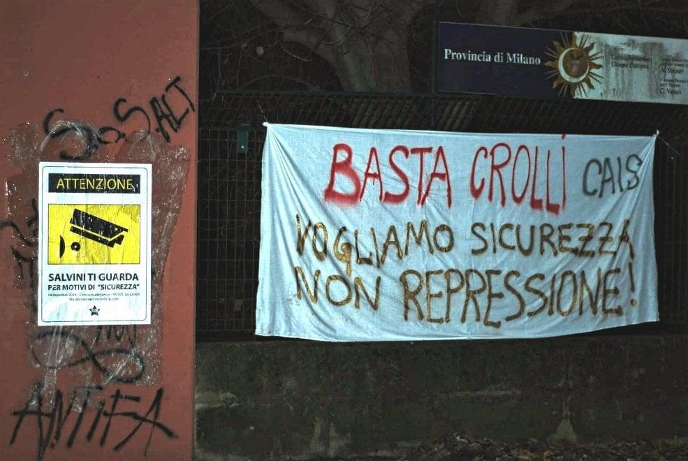 """Milano, blitz nella notte degli studenti: """"Basta crolli, vogliamo sicurezza"""""""