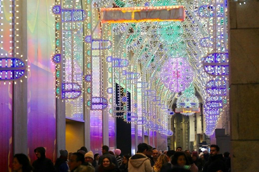 Colori di Puglia a Milano, le luminarie richiamano lo stile salentino
