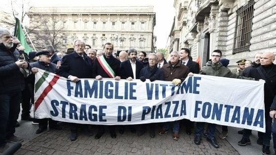 """Piazza Fontana, Mattarella: """"Eversori sconfitti da popolo unito"""". Fico: """"Chiedo scusa per depistaggi dello Stato"""""""