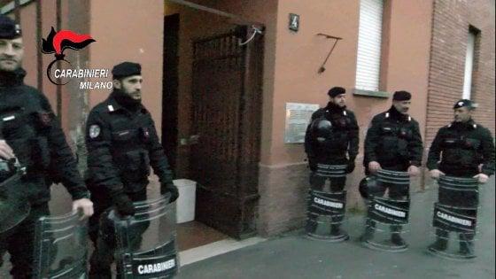 Milano, gestivano le occupazioni abusive nelle case Aler: 9 arresti nell'area antagonista