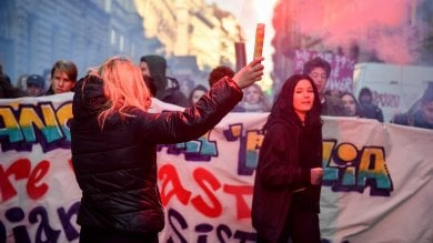 Gli studenti di nuovo in piazza contro    il governo e Salvini:   il corteo in centro        Foto