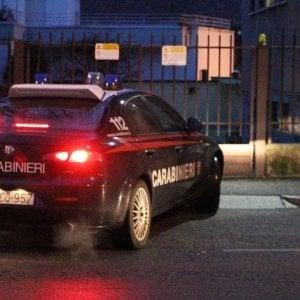 Monza, ladri d'appartamento su auto rubata cercano di investire un carabiniere: arrestati