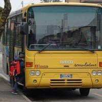 Lecco, la punizione per il 12enne maleducato: un mese di sospensione dallo scuolabus