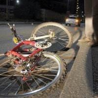 Milano, travolto da camion: morto in ospedale ciclista 89enne