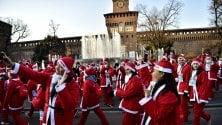 La carica dei Babbo Natale runner: passeggiata attraverso parco Sempione