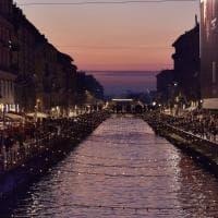 La magia delle luci di Natale sul Naviglio Grande di Milano
