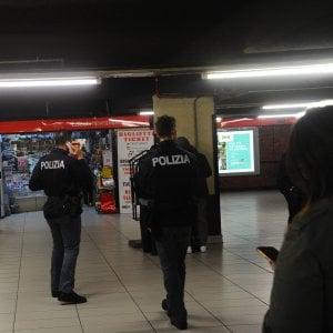 Milano, ladro le ruba il portafogli in metropolitana, lei lo insegue e lo fa arrestare