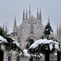 Neve, a Milano si aspettano i primi fiocchi. Allerta gelo: senzatetto morto