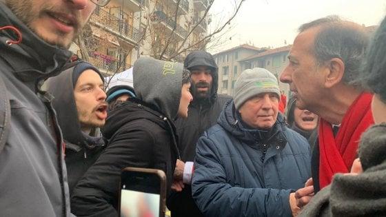 Milano, insulti e contestazione degli antagonisti al sindaco Sala in visita al Corvetto