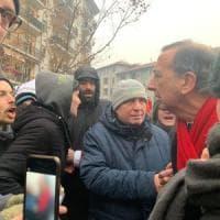 Milano, insulti e contestazione dei centri sociali al sindaco Sala in visita