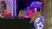 A Melegnano torna la Casa di Babbo Natale: 480mila luci illuminano il giardino fatato