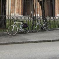 Desenzano del Garda, biciclette vietate nelle piazze del centro: