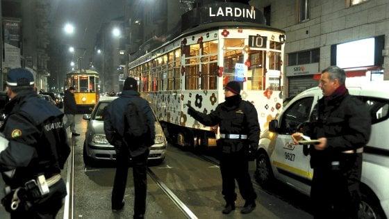 Milano, auto contro tram in via Coni Zugna: i tram 10 al rallentatore per 4 ore