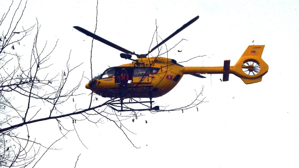Sciatore esce di pista a Livigno e precipita sul parcheggio: grave