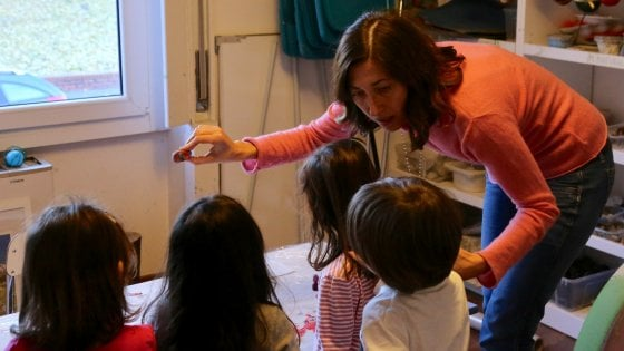Milano, asilo sfrattato dal condominio perché i bimbi fanno rumore: il giudice rinvia la chiusura