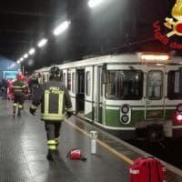 Sassi contro i treni della M2 a Crescenzago: caccia alla banda di teppisti