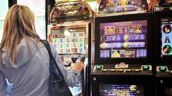 Gioco d'azzardo, a Milano scommesse per 1.634 euro a testa: nel 2017 bruciati 4,7 miliardi