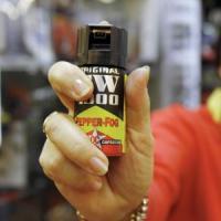 Spruzza spray al peperoncino nel bowling, denunciato 19enne di Varese: