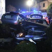 Di ritorno dal circolo si schiantano in auto: muore una 83enne, altri tre anziani feriti in Brianza
