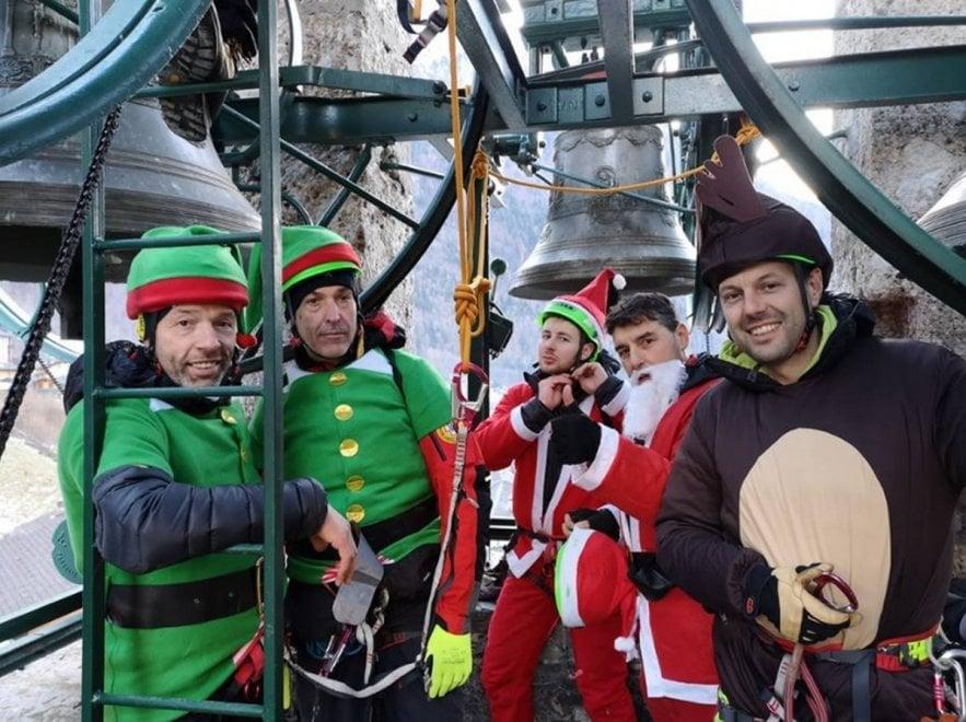 Babbo Natale E Gli Elfi.A Valbondione Babbo Natale E Gli Elfi Arrivano Con La Teleferica 1