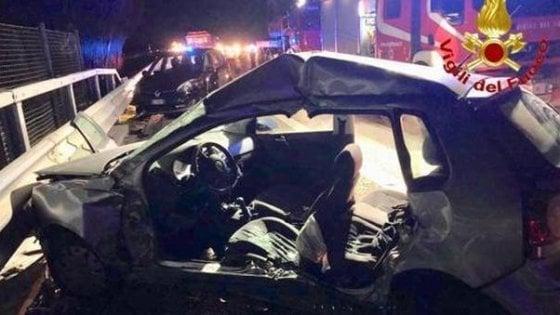 Cinghiali in autostrada, grave incidente sulla A1: un morto e 10 feriti