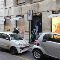 Tentano di rubare da Prada nel Quadrilatero ma fanno scattare l'allarme: due arresti