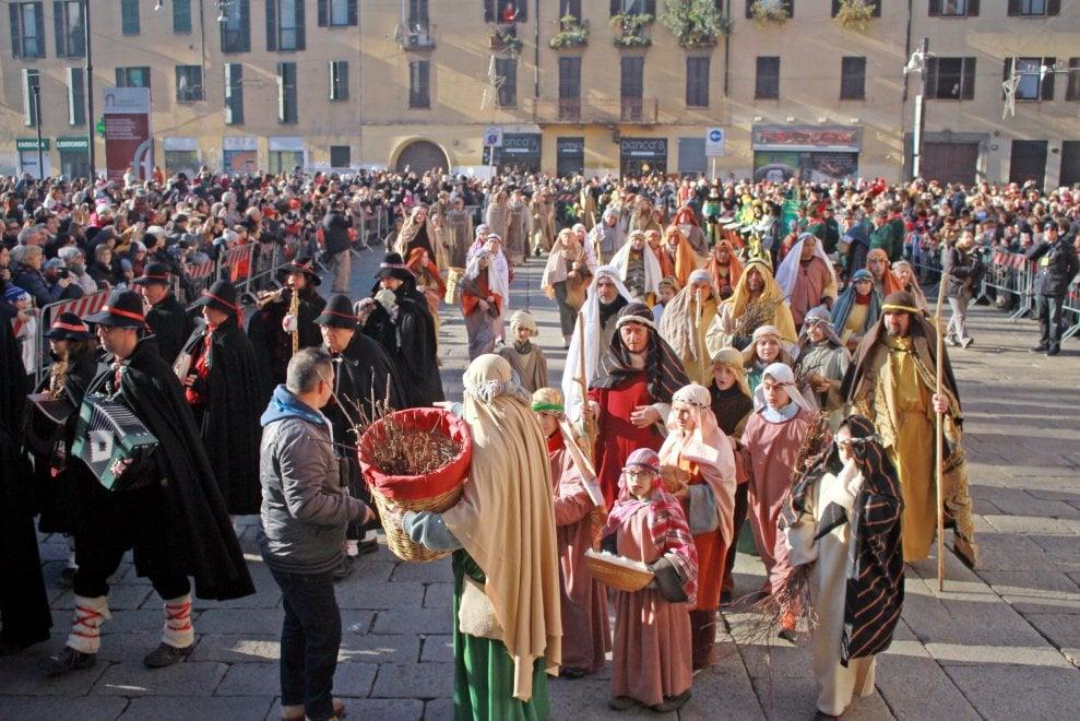 Milano diventa un presepe: sfila il corteo dei Re Magi