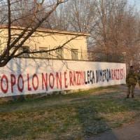 Milano, scritte contro la Lega sui muri di via Bellerio: