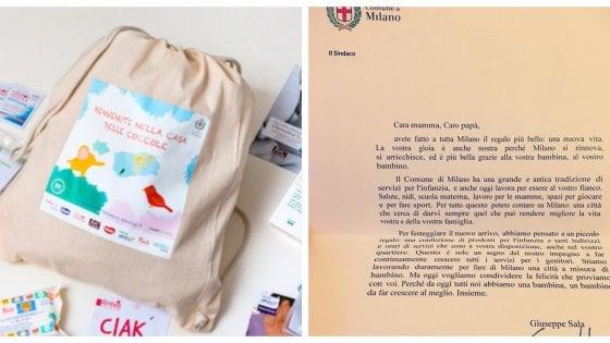 """""""Idea utile, ma da migliorare"""": i neogenitori di Milano alle prese con il kit di benvenuto del Comune"""