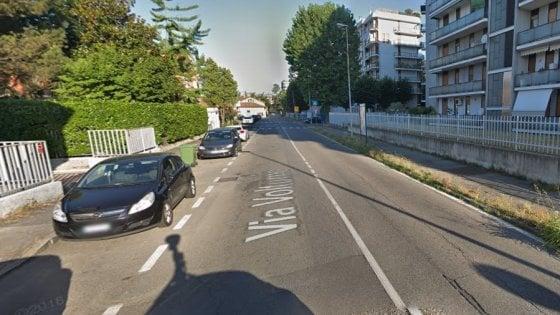 Brugherio, palo della luce cade sull'auto di una 40enne incinta: sporge denuncia per lo shock