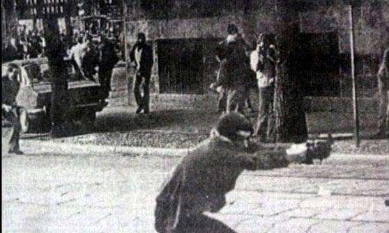 Arresto di Cesare Battisti, figlio del terrorista della foto simbolo degli Anni di Piombo offende le vittime