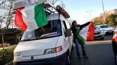 Area B, nuova protesta degli ambulanti:  i furgoni bloccano il traffico