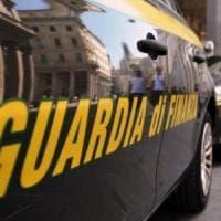 Finti permessi di soggiorno, arrestati 3 pubblici ufficiali: l'indagine della guardia di finanza di Monza