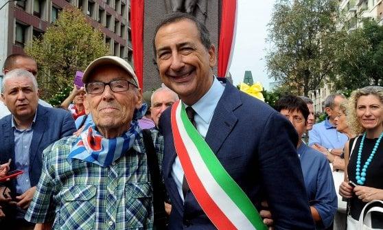 """Addio al """"compagno Venanzio"""": muore a Milano a 94 anni uno degli ultimi deportati nei campi di concentramento"""