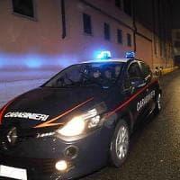 Milano, panico alla lezione di guida: ladro spara e fugge con l'auto