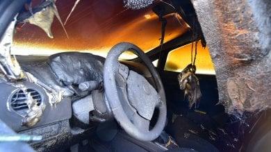 Milano, auto in fiamme durante la notte: l'ipotesi di un incendio doloso