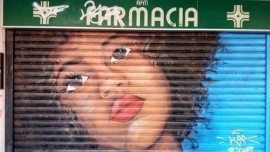 Una mostra che apre solo di sera: la street art sulle saracinesche del quartiere Barona a Milano