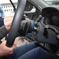Varese, fa l'esame di guida al posto di un altro: arrestato