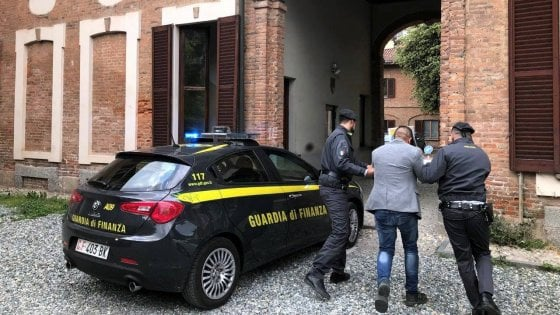 Raccolte fondi per i bimbi malati di cuore spesi nelle sale slot: truffa da 110mila euro, due arresti a Monza