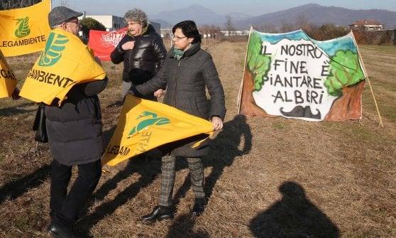 """""""Salvate il bosco di Lorenzo"""": Legambiente contro le ruspe nel parco della memoria di Erbusco"""