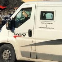 Assalto a portavalori a Peschiera Borromeo, il commando lascia una scatola sul furgone: