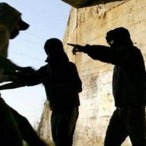 """Blitz contro la baby gang di Como: 5 minori in carcere, misure cautelari per altri 12. Il gip: """"Condotte antisociali"""""""