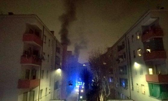 Incendio nella palazzina Aler, quattro intossicati a Milano