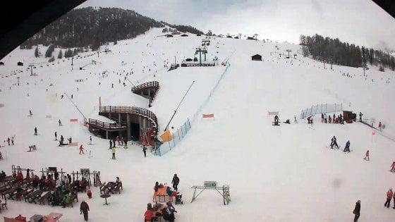 Incidenti in montagna, snowboarder 24enne muore per un fuoripista a Livigno