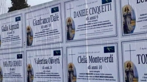 """Brescia, finti annunci funebri di migranti con i nomi del luogo: """"E se quei morti in mare fossimo noi?"""""""