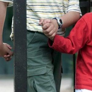 Abusi su tre bambini, arrestato educatore parrocchiale a Milano
