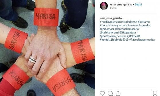 Drappi rossi contro la violenza sulle donne: a Curno i funerali di Marisa Sartori, la 25enne uccisa dall'ex marito