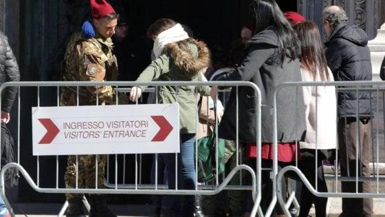 Sicurezza, stop all'esercito all'ingresso del Duomo di Milano: arriva la vigilanza privata