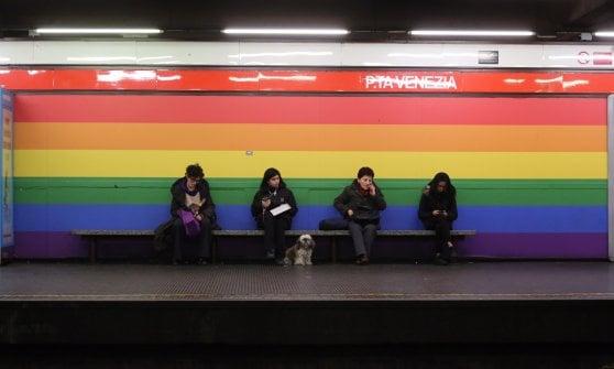 Nel metrò a Porta Venezia l\'arcobaleno cancellato dalla pubblicità ...