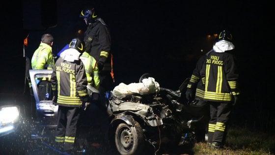 Frontale tra due auto a Vignate: muore una ragazza di 25 anni, altre due ferite
